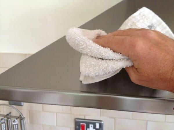 3 bước vệ sinh máy hút mùi sạch bong
