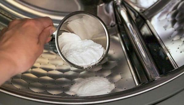 Sử dụng bột soda là một giải pháp hay để làm sạch máy giặt