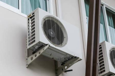 Bên cạnh dàn lạnh, dàn nóng cũng cần được vệ sinh