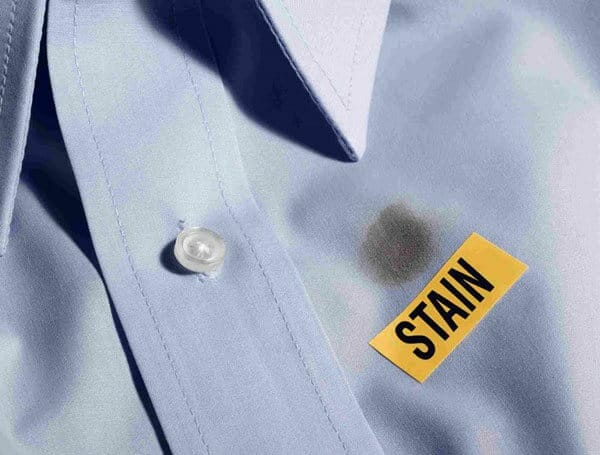 5 cách tẩy vết dầu nhớt trên quần áo hiệu quả 2