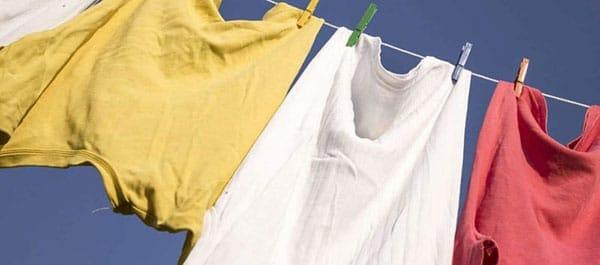 Xử lý vết dầu mỡ trên quần áo bằng máy giặt
