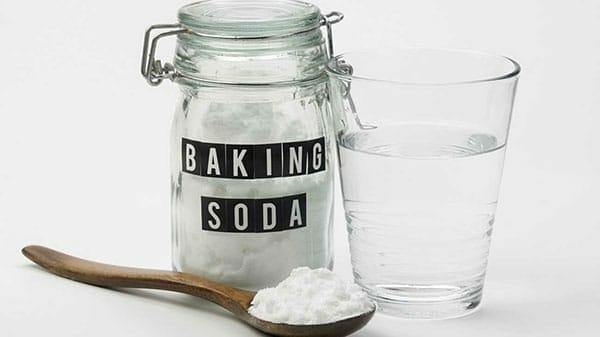 Tẩy trắng cùng chanh và baking soda