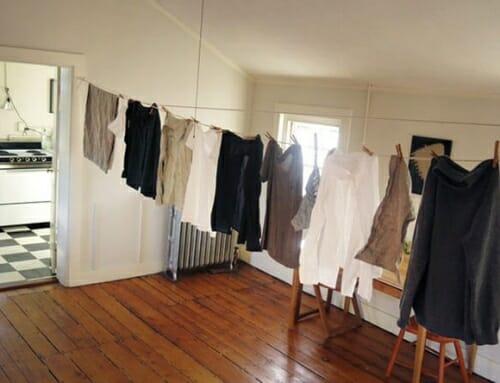 Tác hại nguy hiểm của việc phơi quần áo trong nhà